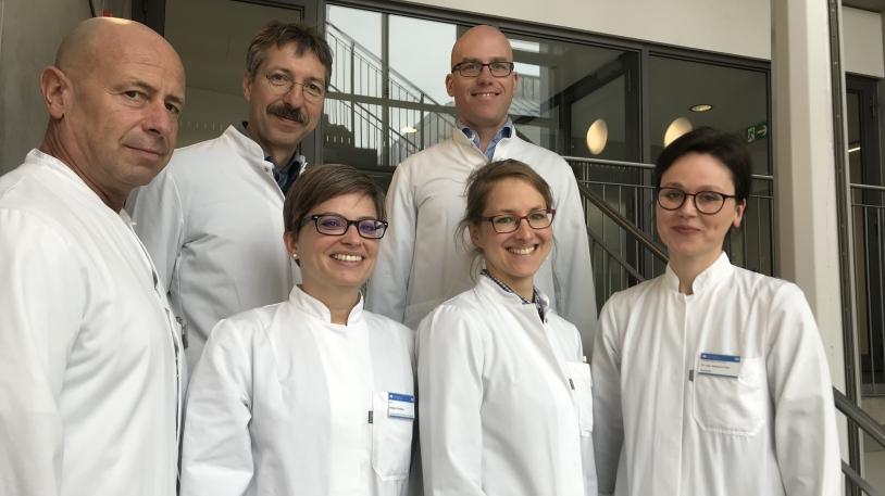 Das ABS-Team am Klinikum rechts der Isar: Dr. Helmut Renz, Prof. Dirk Busch, Christiane Querbach, Dr. Friedemann Gebhardt, Dr. Kathrin Rothe, Dr. Susanne Feihl (v. li.)