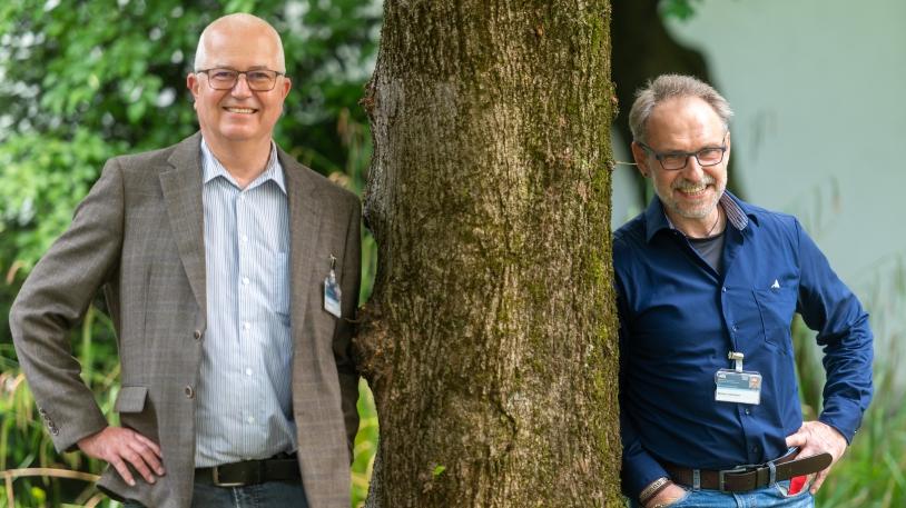 Thomas Kammerer (li.) ist katholischer Pfarrer und seelsorgerischer Leiter am Klinikum rechts der Isar, Bertram Linsenmeyer ist evangelischer Theologe am MRI