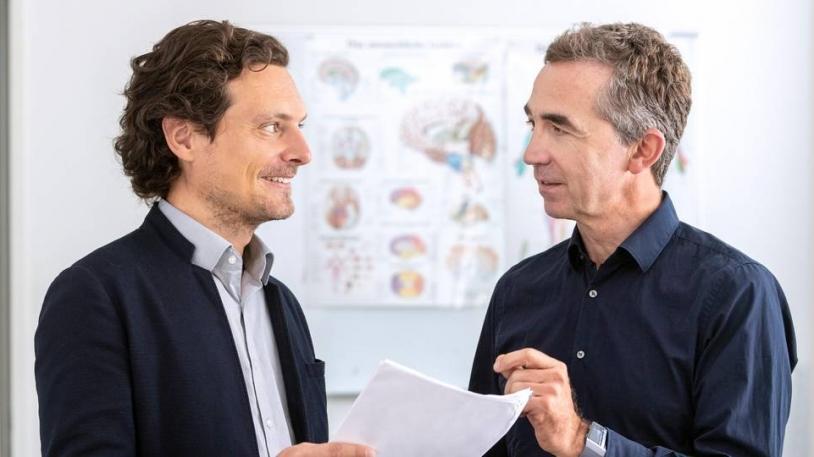 PD Dr. Alexander Hapfelmeier (l.) und Prof. Bernhard Hemmer (r.)
