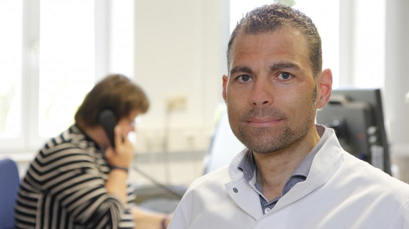 Prof. Florian Eyer, Leiter der Abteilung für Toxikologie, im Giftnotruf.