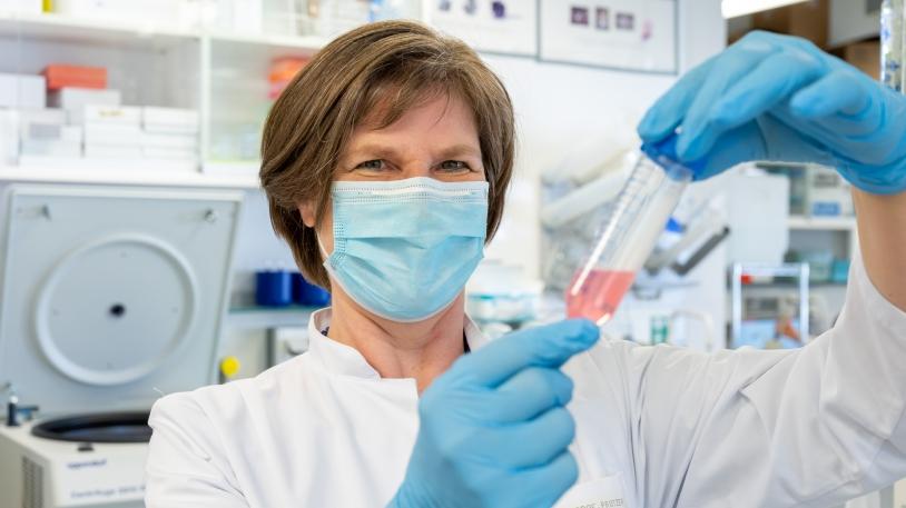 Stark in der Covid-19-Forschung: Prof. Ulrike Protzer, Direktorin des Instituts für Virologie, und ihre forschenden Kolleg*innen am Klinikum rechts der Isar
