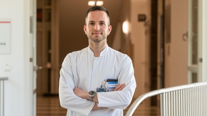 Oberarzt Privatdozent Dr. Christoph D. Spinner erforscht das Medikament Remdesivir für die Therapie von Covid-19