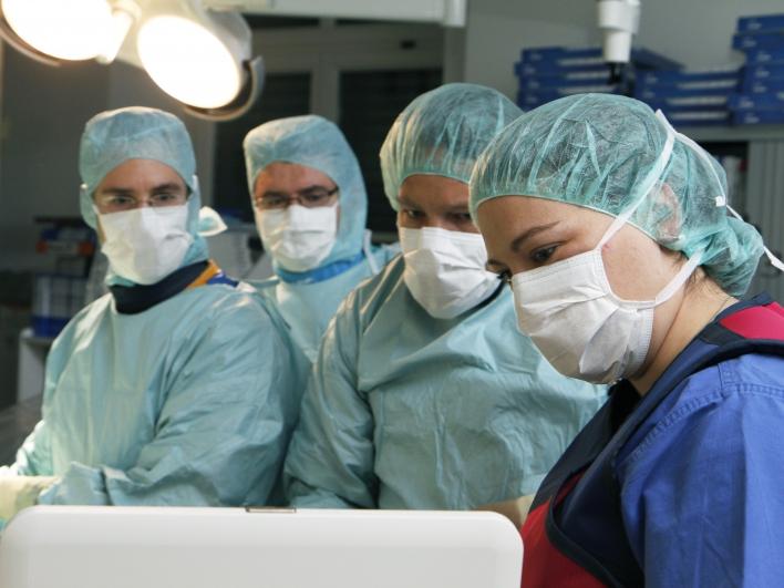 Ärzte im Herzkatheterlabor