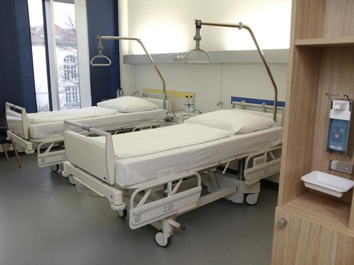 Zweibettzimmer auf der Allgemeinstation der Gefäßchirurgie