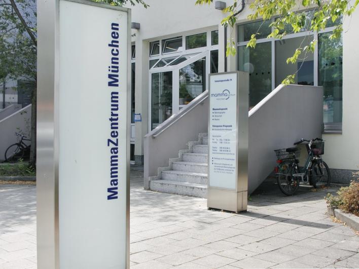 Schild zum Mammazentrum