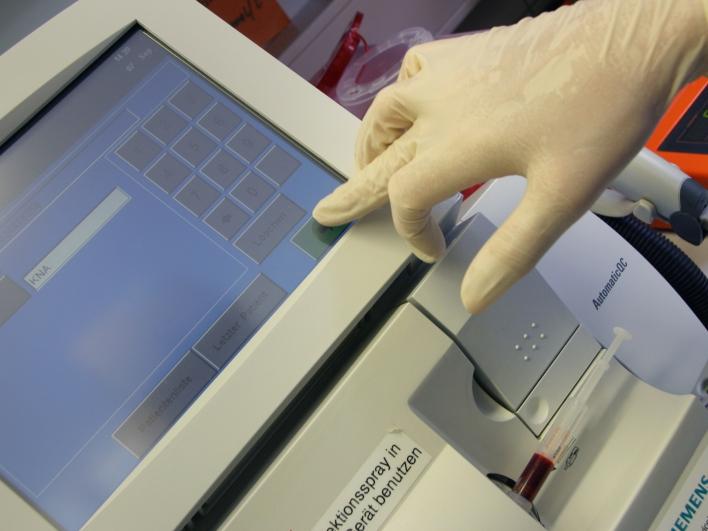 Bildschirmanalyse Blutuntersuchung