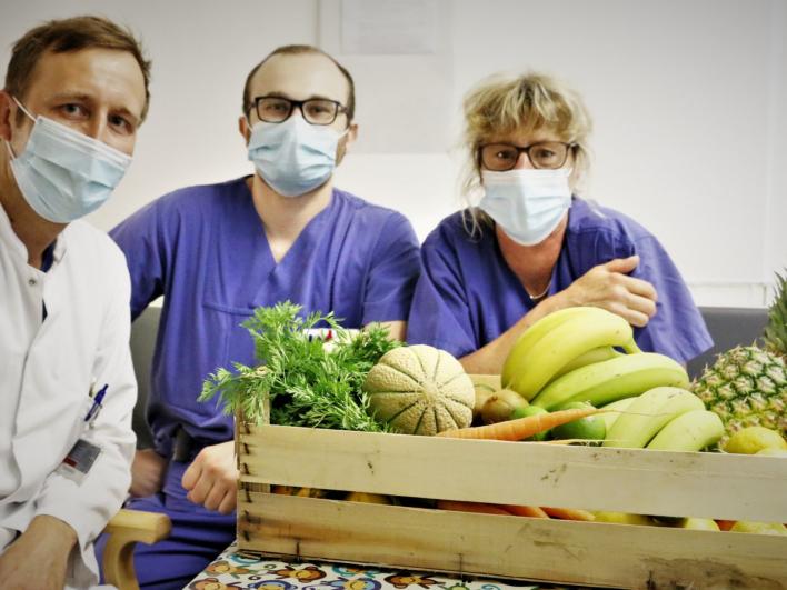 10 Wochen jeweils drei große Obstkörbe für die Mitarbeiter*innen unserer Covid-Stationen