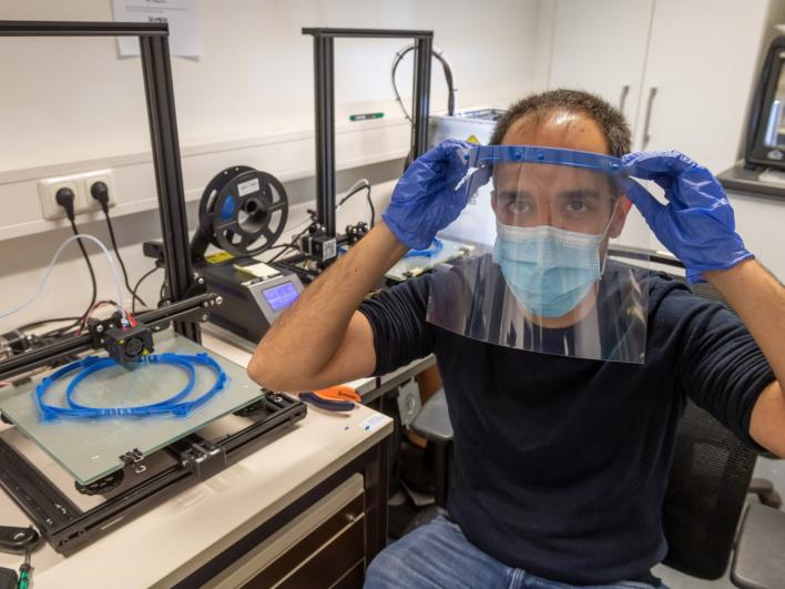 Schutzvisiere aus dem 3D-Drucker von zahlreichen Spendern