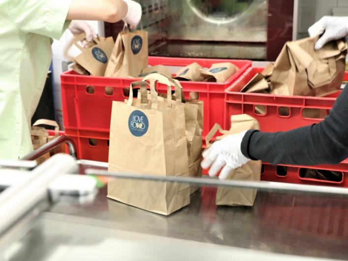 125 Snack-Tüten von Love Food. Spender ist EQT-Group