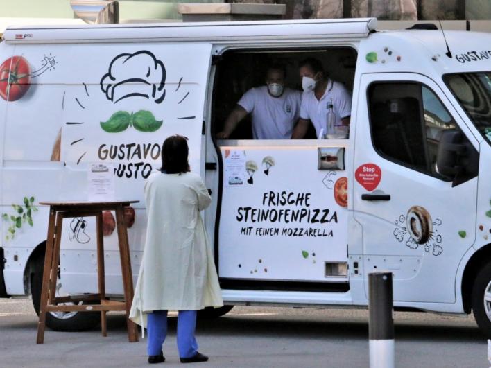 200 Pizzen aus den Foodtruck von Gustavo Gusto