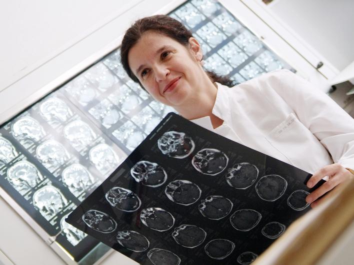 CT Kopf mit Ärztin