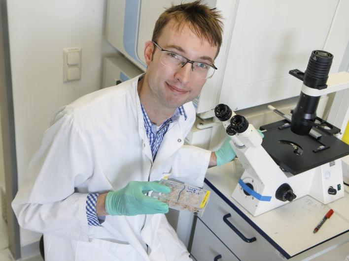 Dr. Maarten in der Virologie