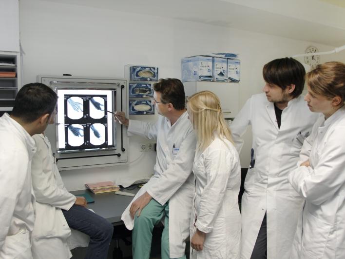 Besprechung Röntgenbild in der Handchirurgie