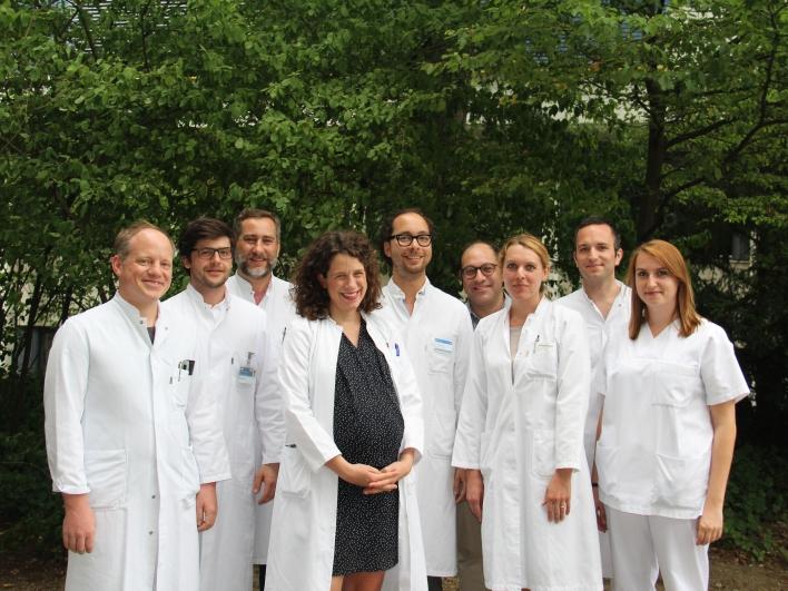 Izar das komplette Team des HIV-Zentrums