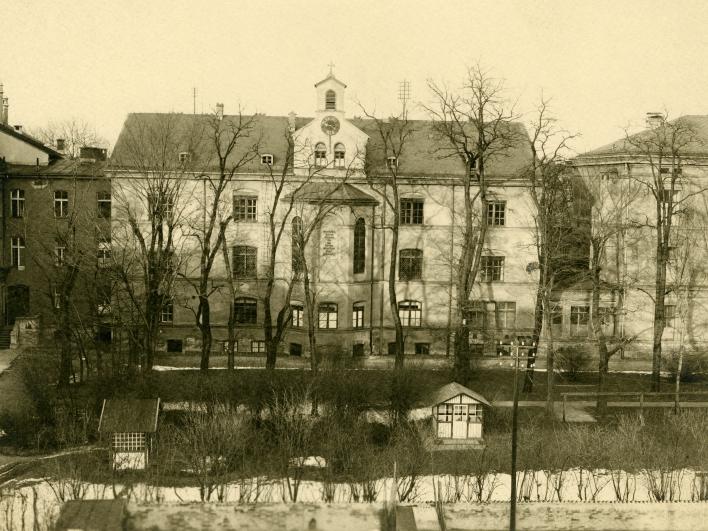 1880 Klinikumsbau Aufnahe von 1933