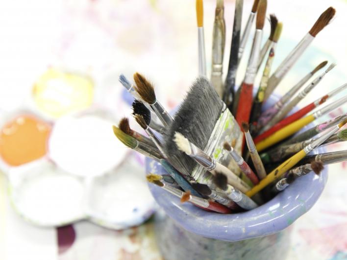 Kunsttherapie Malen, Farben und Pinsel