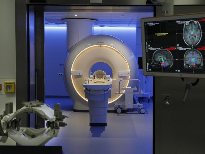 Operationssaal der Neurochirurgie mit volldigitalem 3 Tesla-MRT