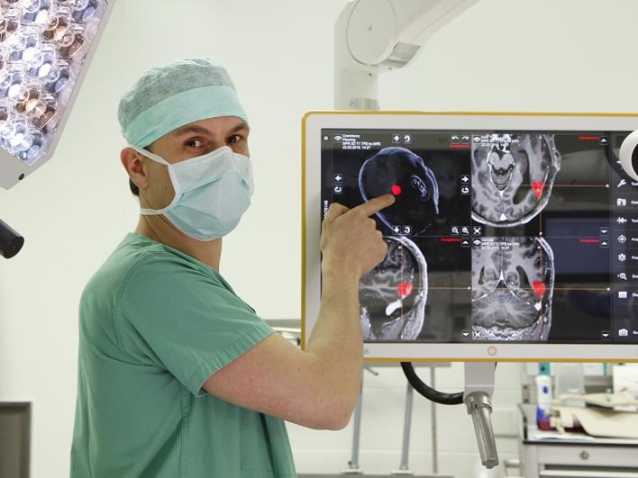 PD Dr. Sandro Krieg, Oberarzt in der Klinik für Neurochirurgie
