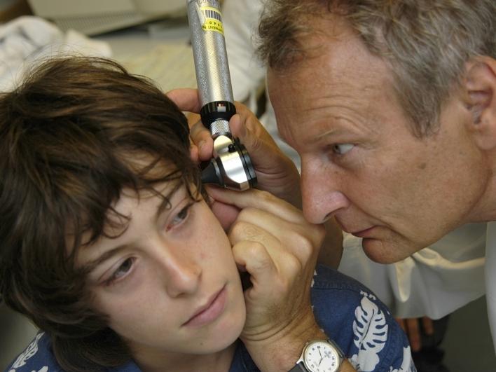 Dr. Burdach mit Kind