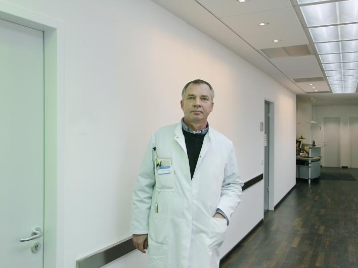 Prof Tölle im Schmerzzentrum