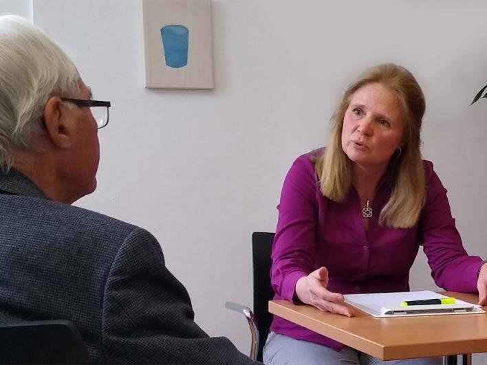 Gespräch zwischen Ärztin und Patienten