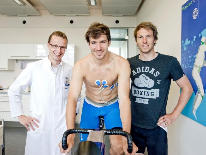 Untersuchung Belastungstest Dr. Johannes Scherr mit Felix Neureuther und Fritz Dopfer