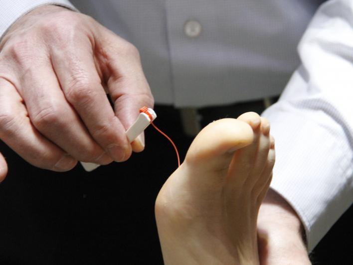 Untersuchung am Fuß in der Allgemeinmedizin