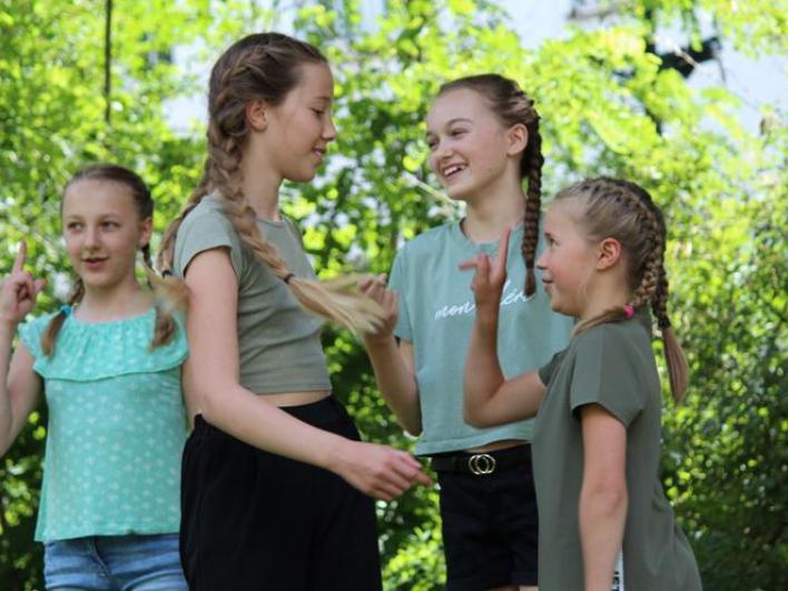 Lena, Lisa, Marlene und Philine haben mit einem Tanz-Auftritt Geld fürs Klinikum gesammelt Foto: Axel Honsdorf